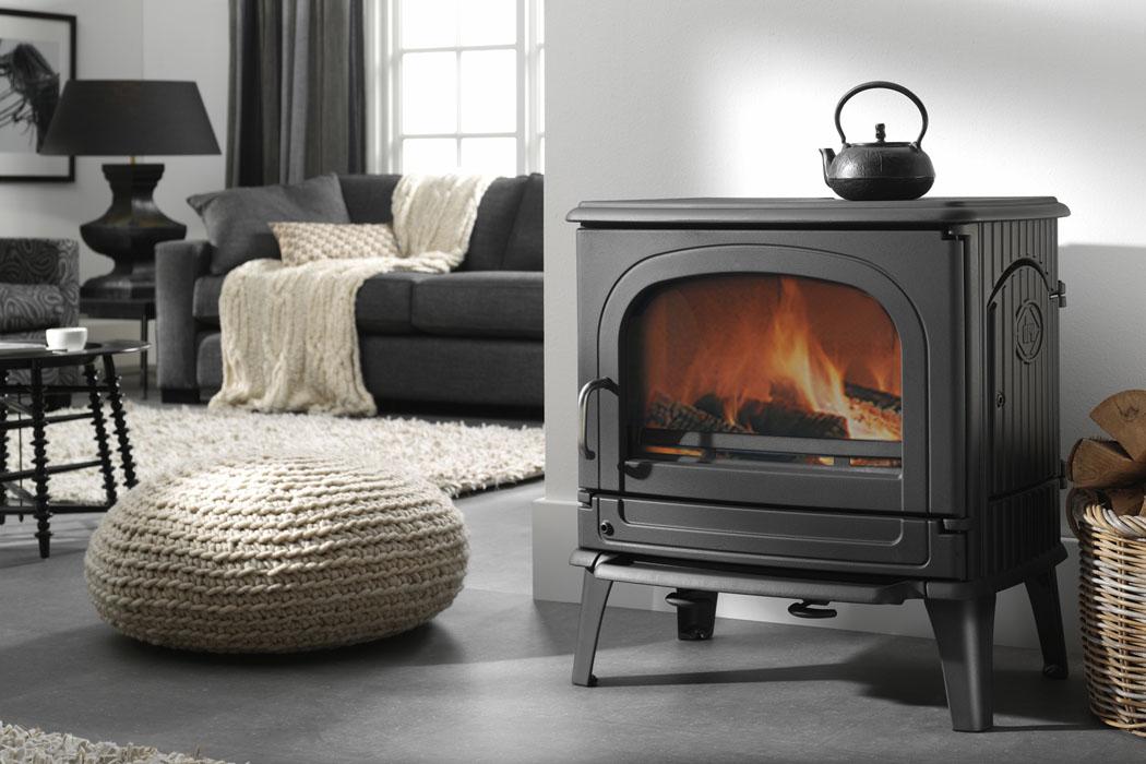 התקנת קמין בסלון הבית קמין מברזל תוצרת Dru-Fire פל-אח קמינים
